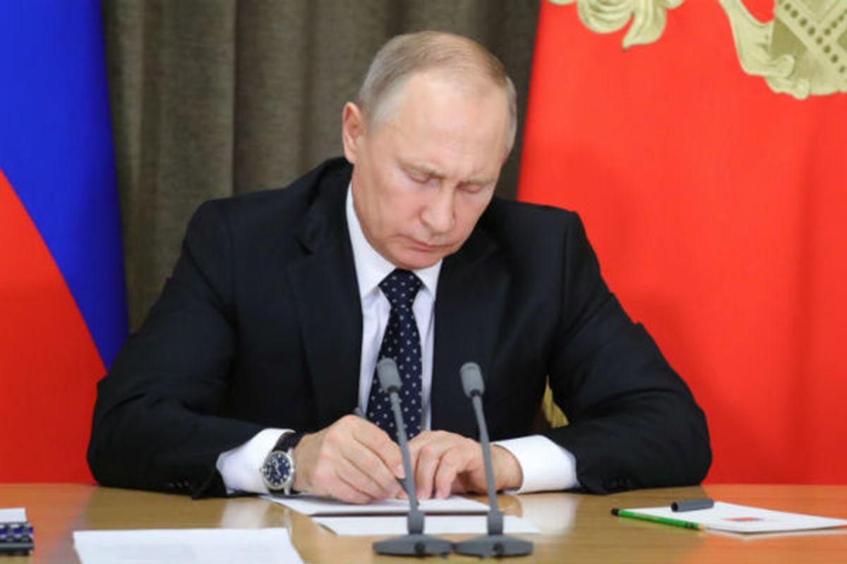 Путин подписал документ о минимальной стоимости табака