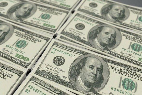 Специалисты рекомендуют не менять рубли на доллары