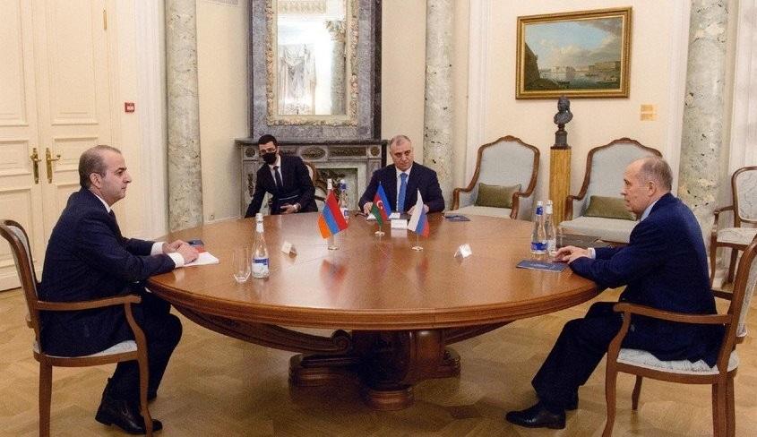 Главы служб безопасности Армении и Азербайджана сели за стол переговоров в Москве