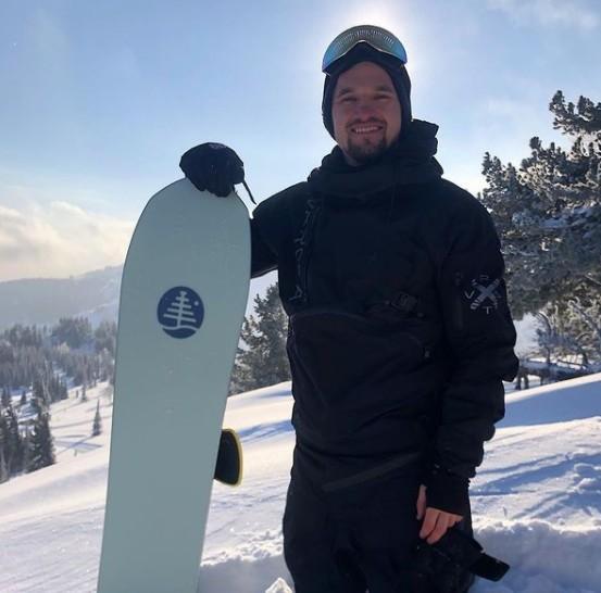 Сноубордист заблудился в лесу