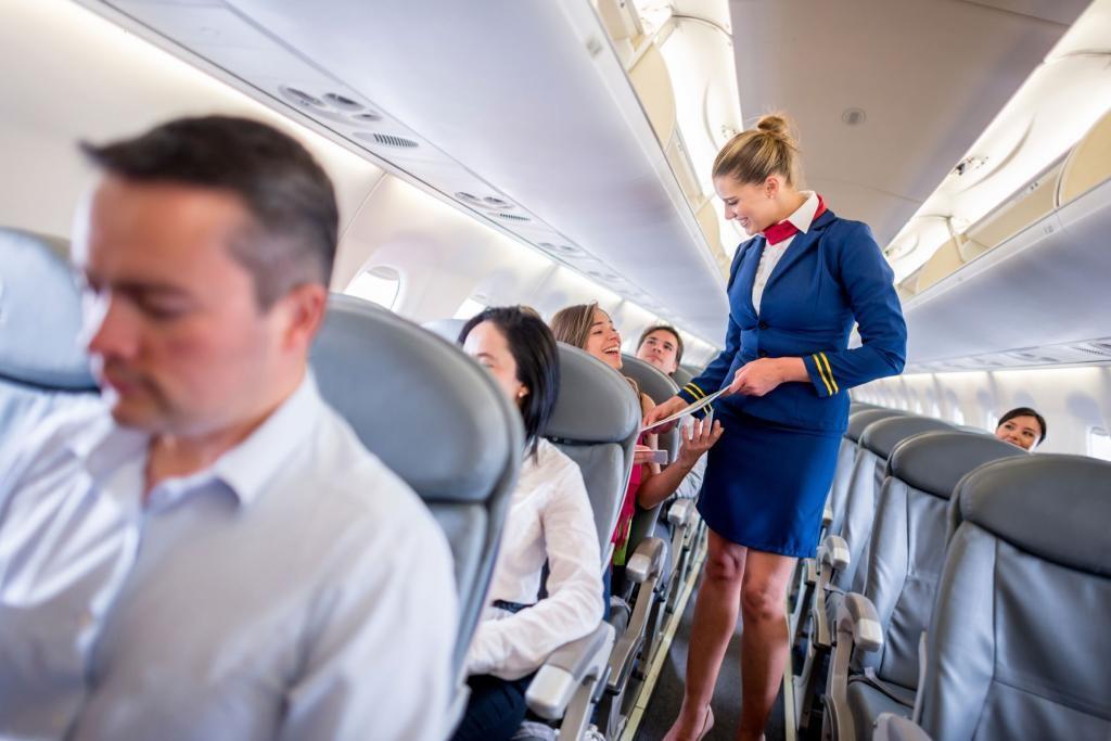 Стюардесса рассказала о раздражающих привычках пассажиров