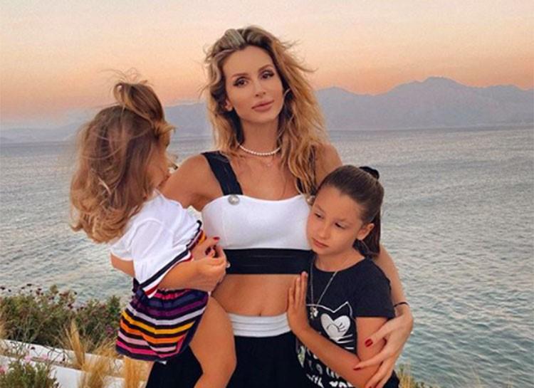 Лобода приняла участие в съемках клипа о материнстве