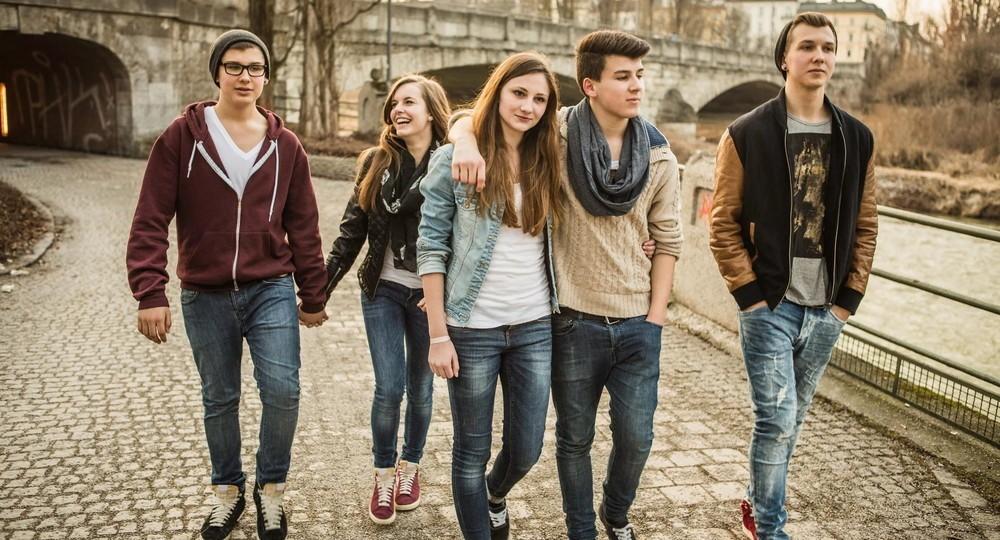 Ученые рассказали, как отрыв от родителей меняет цели молодых людей