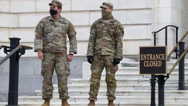 ФБР проверяет Нацгвардию перед инаугурацией Джо Байдена