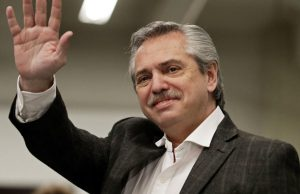 Президент Аргентины вакцинировался «Спутником V»