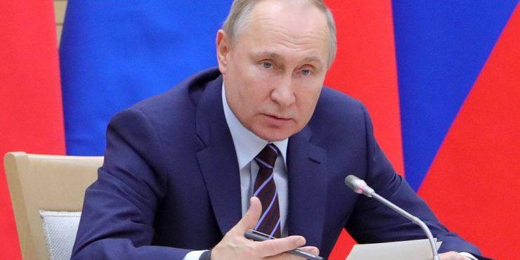 Путин предложил отменить ограничения по возрасту для чиновников