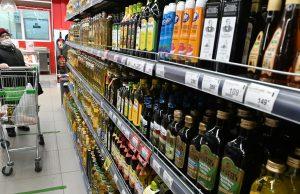Налоговики начнут контролировать стоимость базовых продуктов в магазинах