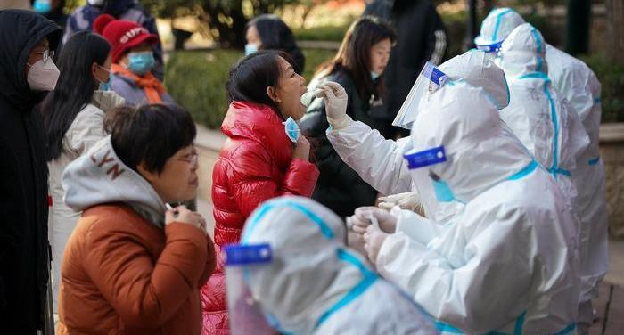 Китайские власти объяснили причины вспышки коронавируса в стране