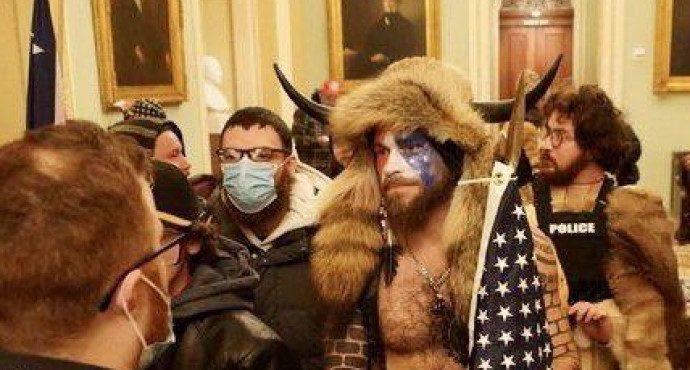 Арестовали «Викинга», который штурмовал Капитолий