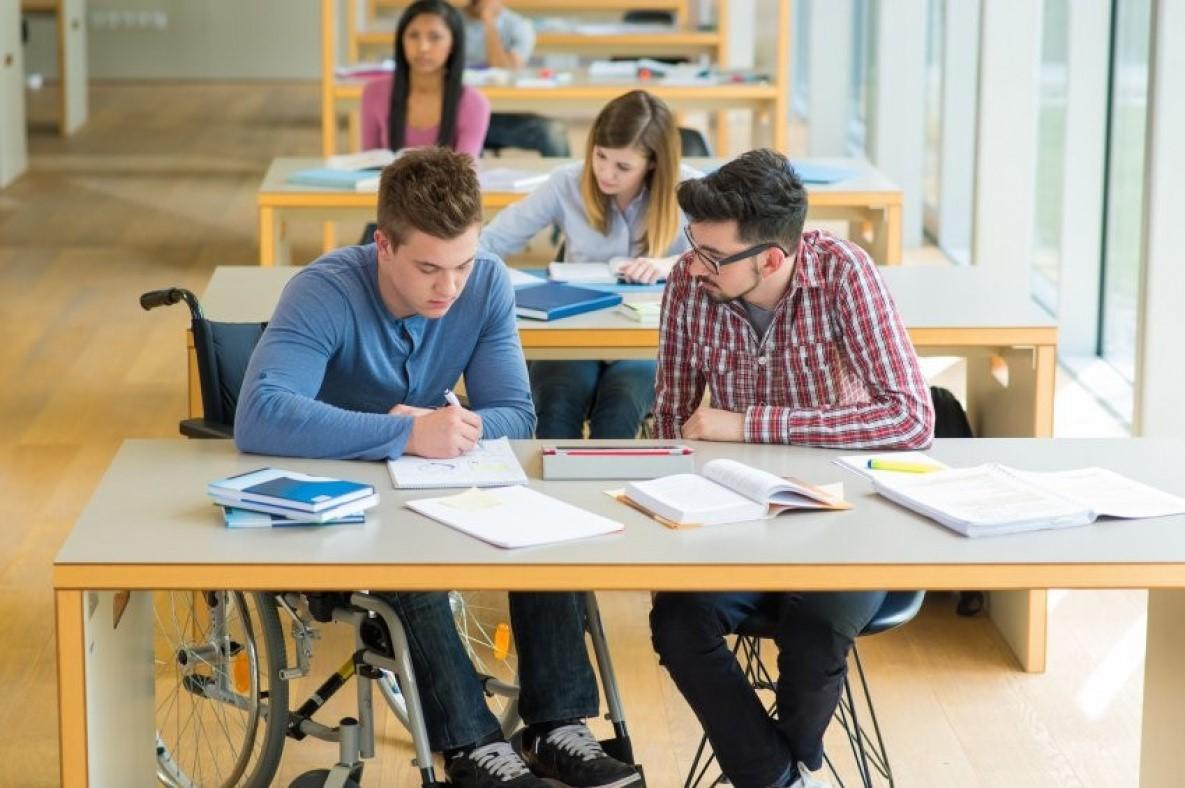 Люди с ограниченными возможностями получат право на получение второго высшего образования бесплатно