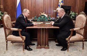 Путин поручил премьеру корректировку национальных проектов и программ