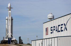 SpaceX отложила запуск ракеты-носителя с более чем 140 спутниками на борту