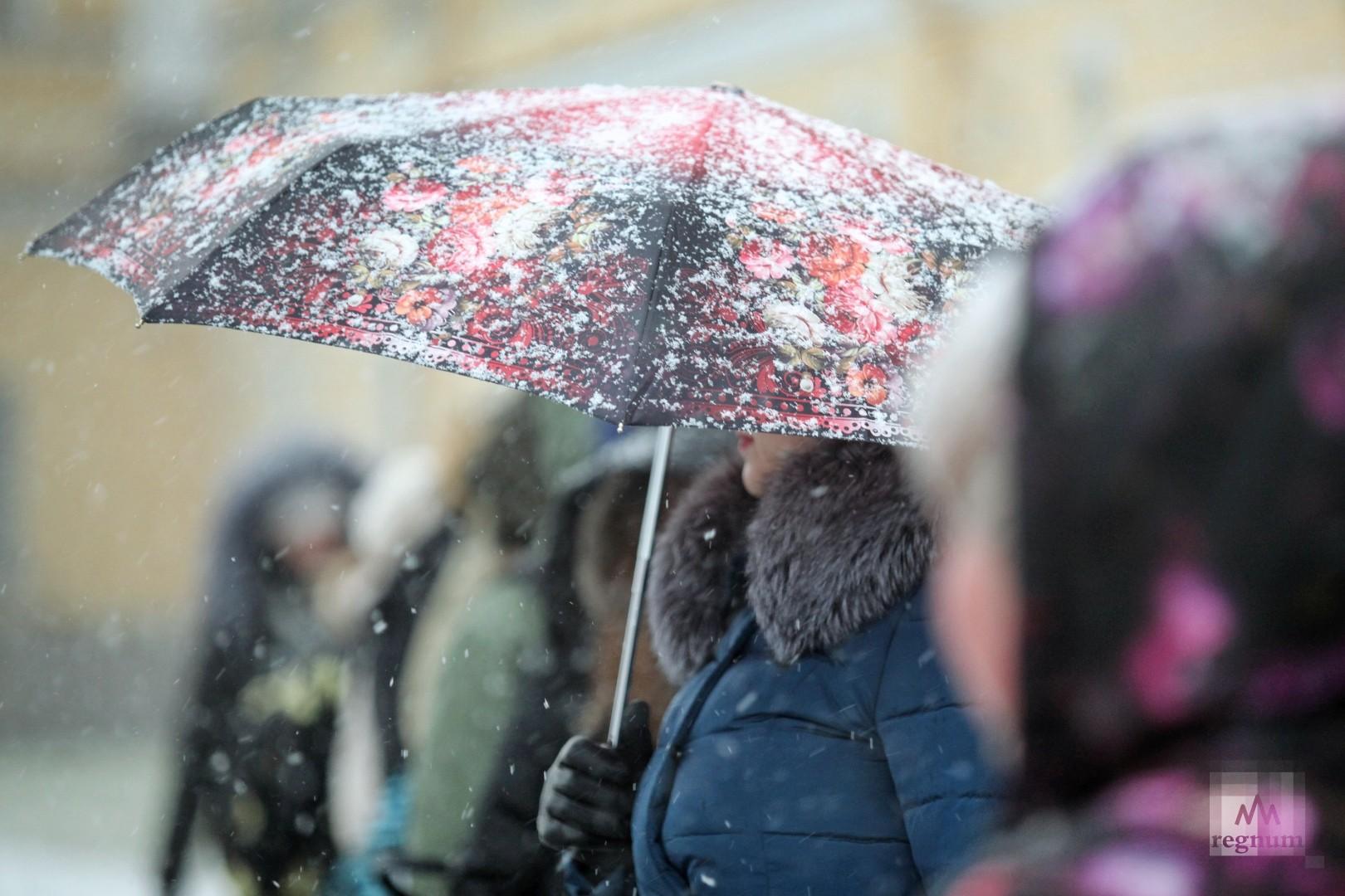Россиянка 10 часов пробыла под сошедшим с крыши снегом
