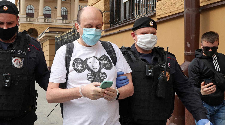 """Главного редактора """"Медиазоны"""" арестовали на 25 суток"""