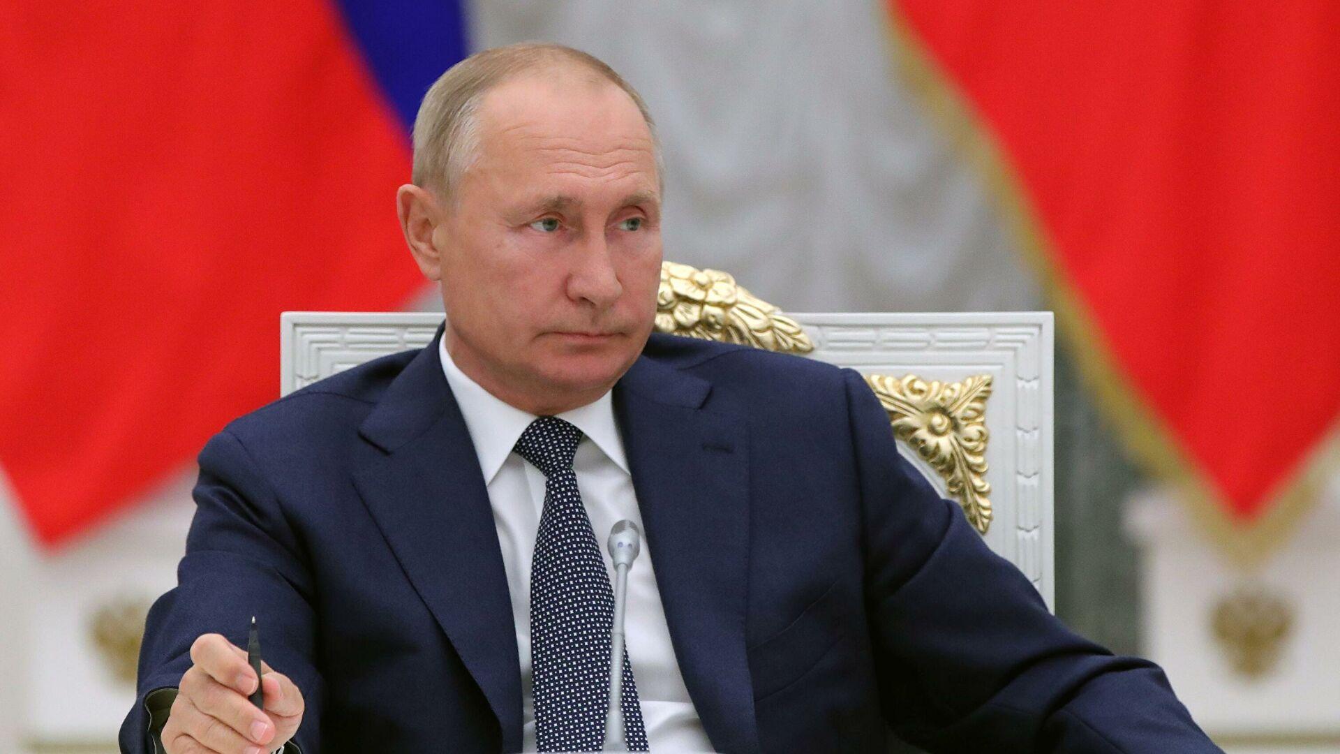 Путин приказал разобраться с зарплатами российских ученых