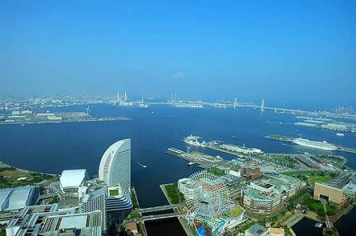 У берегов Японии торговое судно наткнулось на подводную лодку