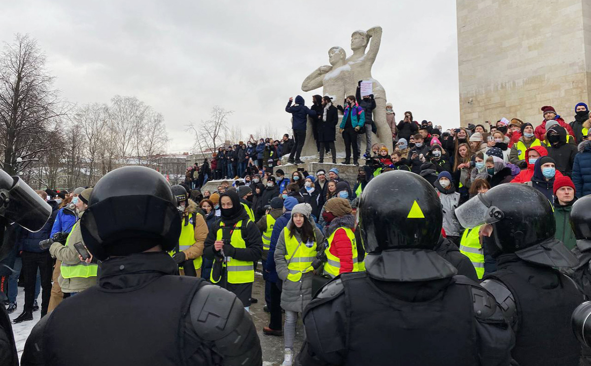 Более 60 журналистов задержали во время митингов