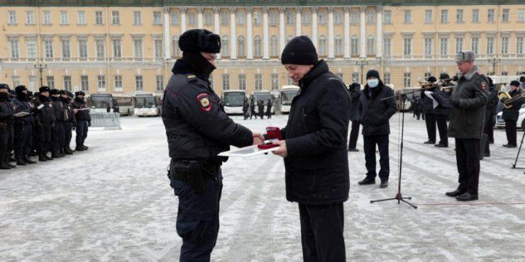 В Петербурге наградили силовиков, участвовавших в разгоне митингов