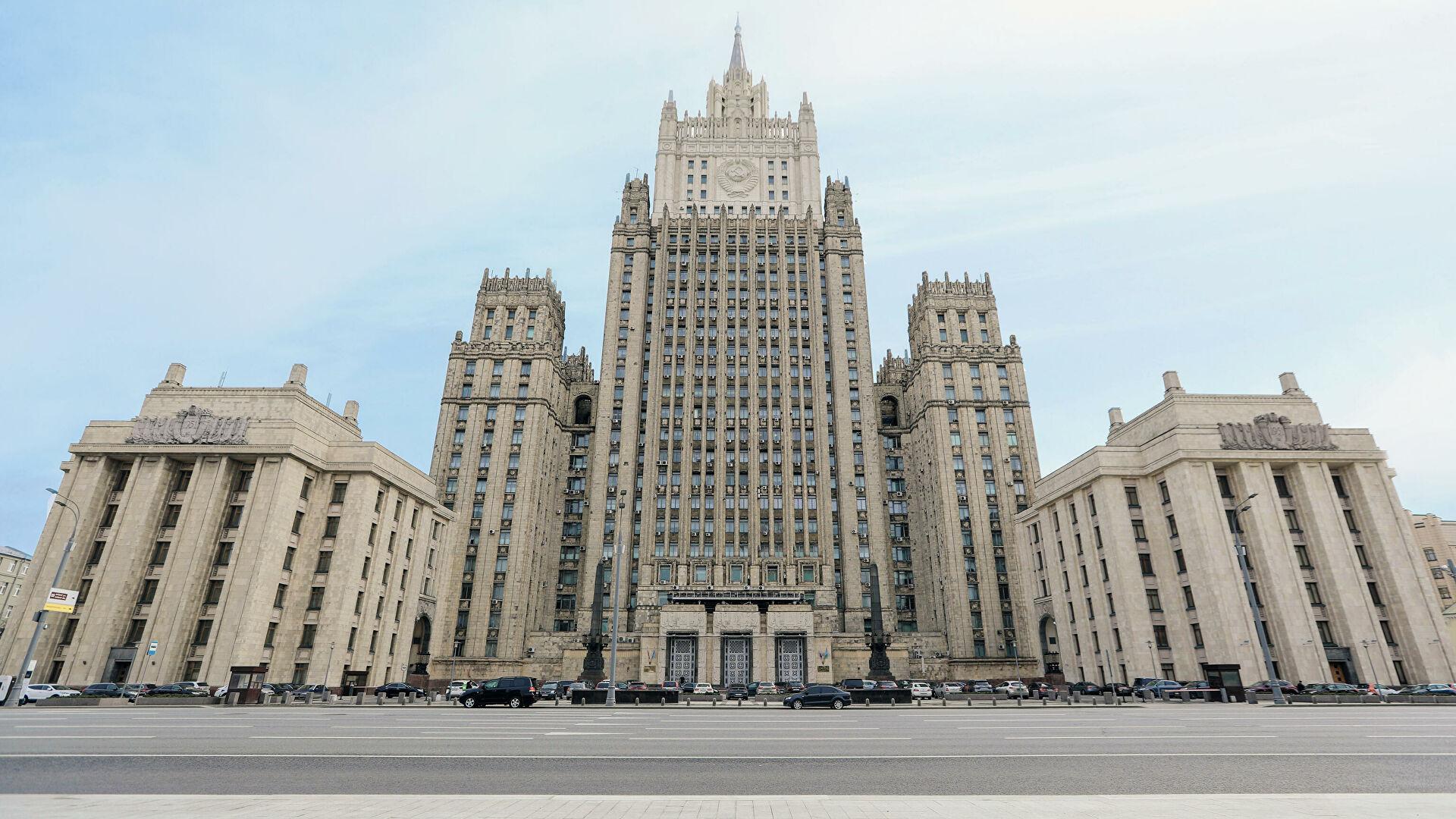 МИД РФ назвало отъезд нескольких дипломатов из Британии плановой ротацией