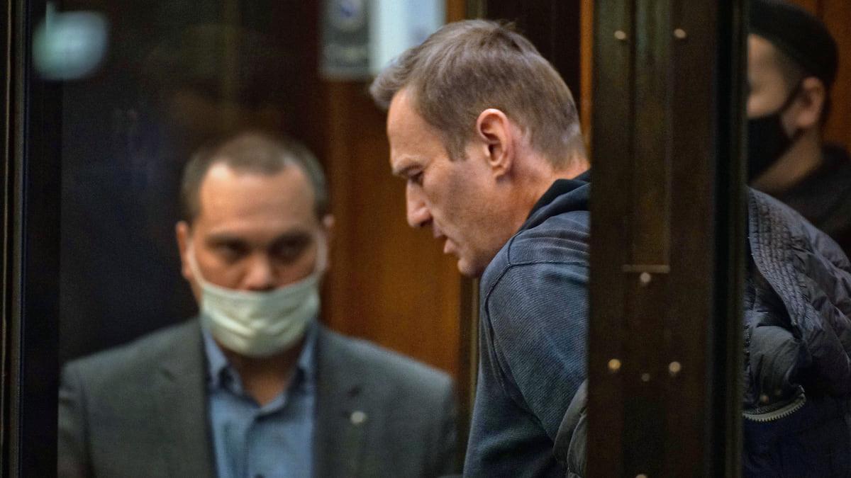 Суд отказал прокурору в проверке оскорблений Навального