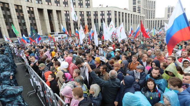 Введены штрафы при неповиновении силовым структурам на митингах