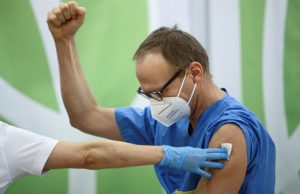 Российскую вакцину в Швейцарии назвали хитом