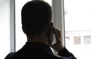 Россиянам могут звонить мошенники со знакомых номеров
