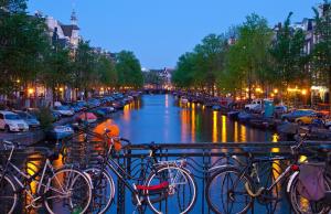 В Нидерландах продлен комендантский час