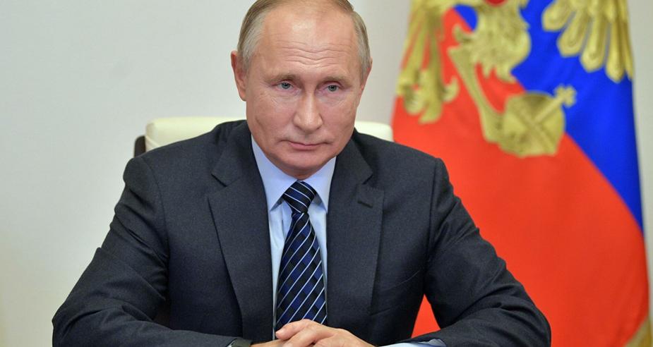 Путин поручил оперативно решить проблемы с зарплатами бюджетников