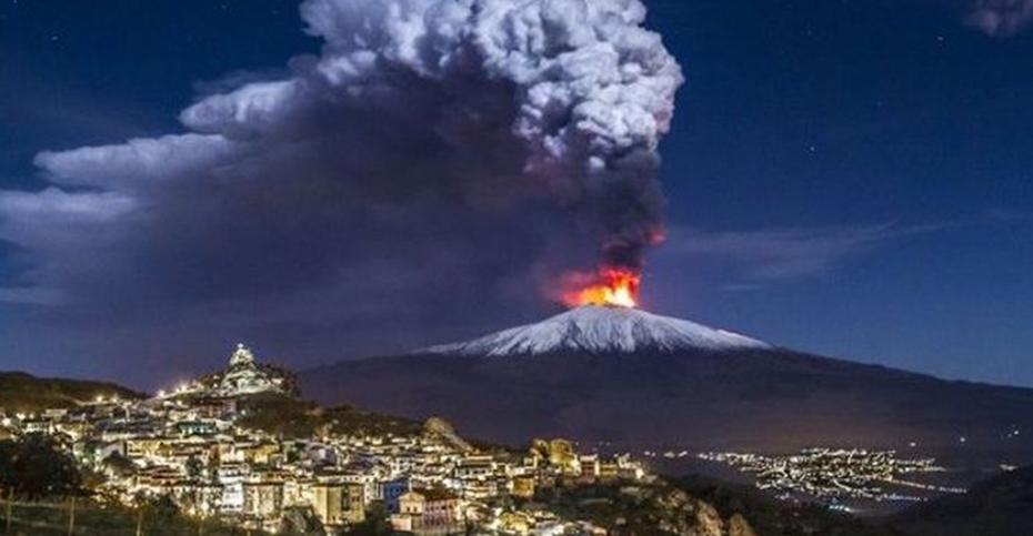 Аэропорт Катании приостановил работу после извержения вулкана Этна