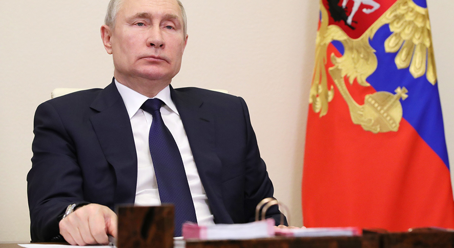 Путин предложил подумать о введении сертификатов на продукты для малоимущих