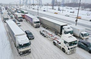 Транзитное движение грузовиков по МКАД ограничат