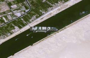 В мире подрожали морские перевозки из-за блокировки Суэцкого канала