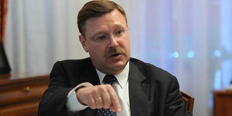 Косачев назвал неприемлемыми заявления Байдена о Путине
