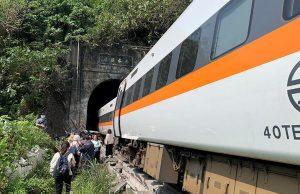 Авария поезда на Тайване: число жертв достигло 36 человек