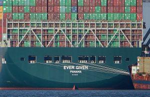 Суд конфисковал судно, прикрывшее Суэцкий канал