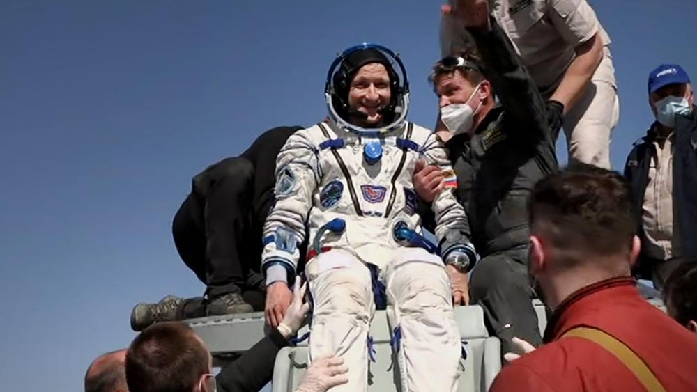 Из космоса вернулись три космонавта, работавшие на МКС