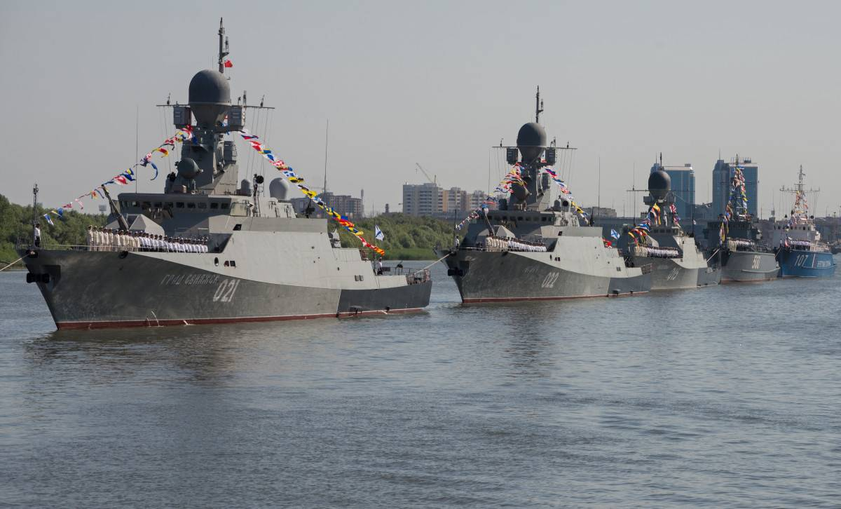 Каспийская флотилия зашла в Черное море
