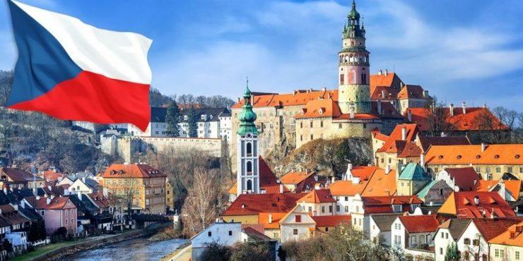 Чехия высылает 18 сотрудников российского консульства.