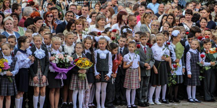 Путин объявил об одноразовой выплате по 10 тыс. руб. на каждого школьника