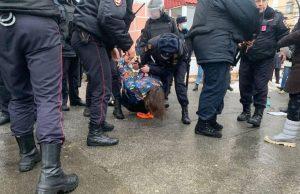 В Санкт-Петербурге и Москве начались задержания