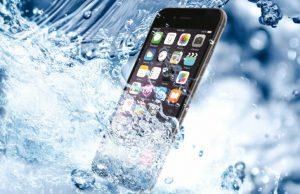 Для просушки мокрого смартфона не рекомендуется использовать фен