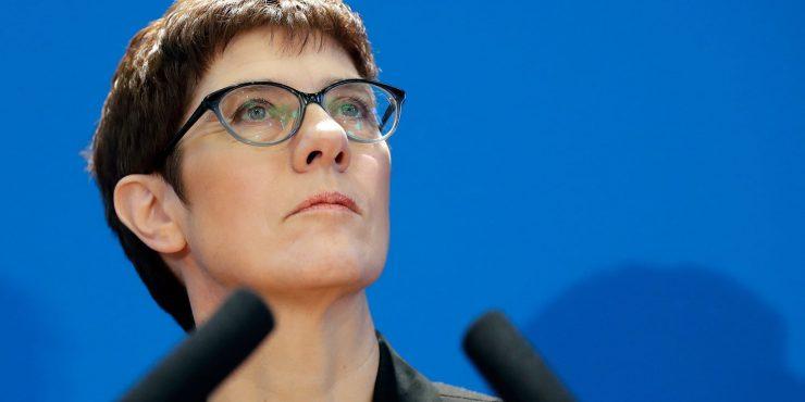 Глава Минобороны Германии заявила, что Европе сейчас непросто из-за действий России