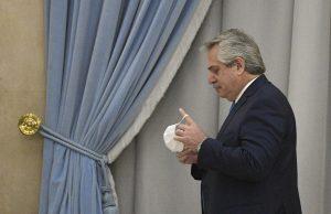 Президент Аргентины, заразившийся коронавирусом подчеркнул важность вакцины