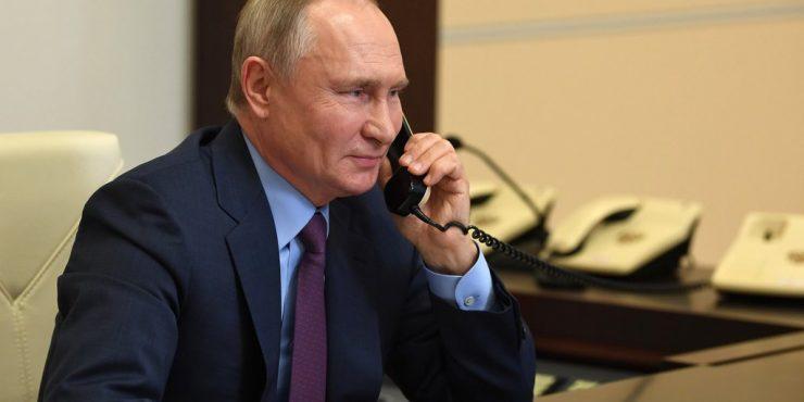 Меркель призвала Путина отвести военную технику от украинских границ