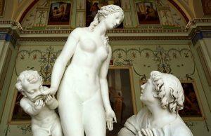 Обнаженные скульптуры Эрмитажа развращают детей