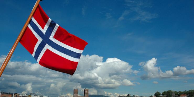 Публицист из Норвегии заявил об отступлении США и НАТО в вопросе Донбасса из-за России