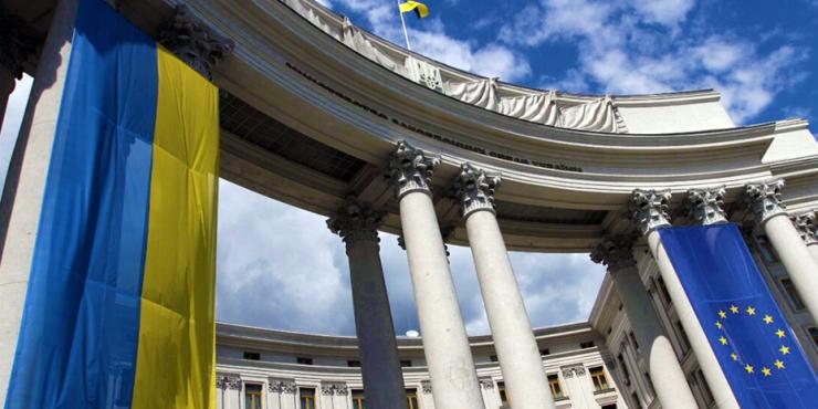 МИД Украины требует Запад отключить Россию от системы SWIFT