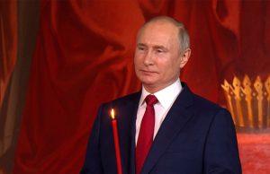 Путин прибыл на пасхальное богослужение