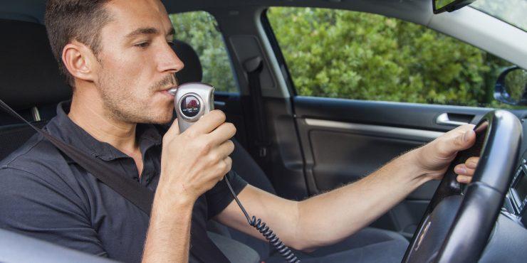 Минпромторг и ГИБДД могут водителей обязать устанавливать алкозамки на авто